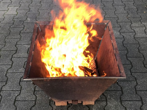 Feuersäule massiv mit Rüttelrost